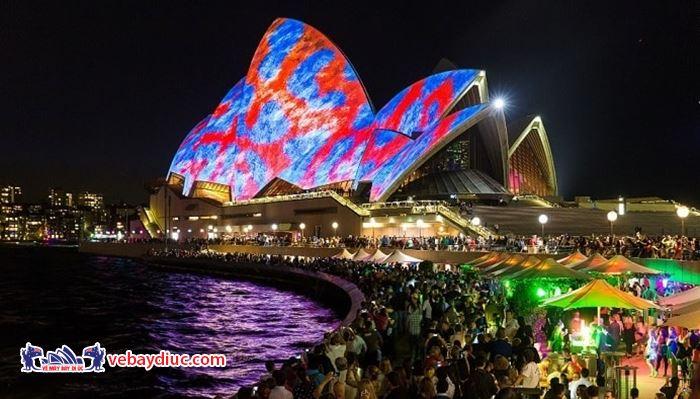 Nhiều người có mặt ở Sydney đón Giao thừa