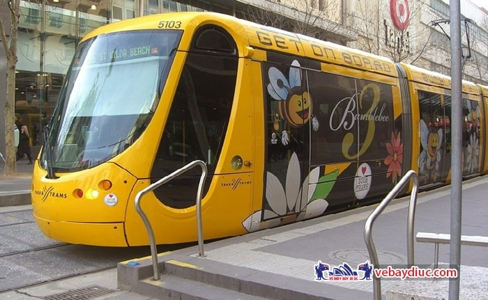 Di chuyển bằng các phương tiện giao thông công cộng